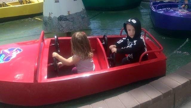 cruzinredboat